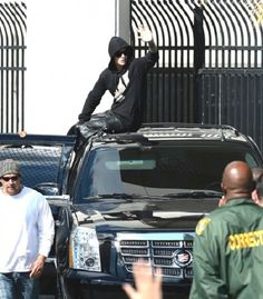 Video: Justin Bieber Leaves The Prison And Waves To Fans In Miami