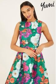 Dress Shapes, Personal Stylist, Strappy Heels, Skater Dress, Green Dress, Types Of Sleeves, Fit And Flare, Feminine, Elegant