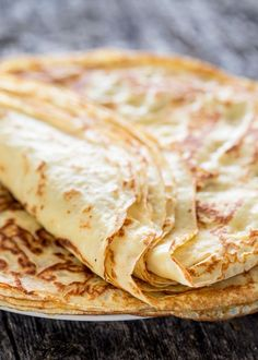 Homemade crepes - Learn how to make crepes from scratch! Serve these with your favorite fruit preserves, nutella, or simply dust them with powdered sugar! (recipes with nutella almond milk) Breakfast Time, Breakfast Dishes, Breakfast Recipes, Brunch Recipes, Homemade Crepes, Jo Cooks, How To Make Crepe, Good Food, Yummy Food