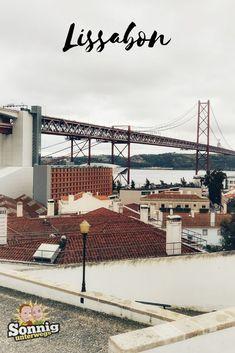 Du wirst es nicht glauben, aber auf einem Fahrrad erlebst du eine Stadt wie Lissabon mit ganz anderen Augen als zu Fuß. Wir haben eine rasante Fahrradtour auf coolen Retro-Bikes durch Lissabon mitgemacht und dabei ganz viele, tolle Impressionen gesammelt. #lissabon #portugal #reise #fahrradtour Retro Bikes, Reisen In Europa, Portugal Travel, Algarve, Lisbon, Travel Destinations, Hotels, Group, Beautiful