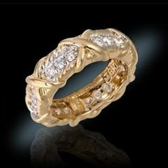 Jackie wore this ring often, even to such important events as the Robert F. Kennedy celebrity tennis tournament. Undoubtedly chosen for its binding elements representing family unity, this ring exudes warmth and loyalty.