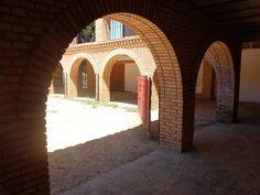 El Viso del Marques. Plaza de Toros cuadrada ubicada en plena Sierra Morena. Se dice que reemplaza al claustro de un antiguo enclave templario o calatravo.