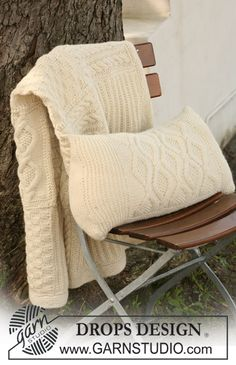 """Knitted DROPS cushion cover with cables in """"Nepal"""". ~ DROPS Design"""