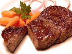 Coxão Mole com Cerveja Preta na panela de pressão: 5oog de coxão mole 1/2 pacote de creme de cebola 1/2 pacotinho de caldo de carne em pó   1/2 caixinha (pequena) de molho de tomate 1/2 cebola grande