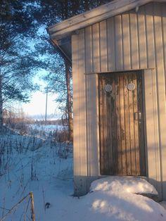 Sähkökaappi ja sen ovi