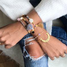 Tienda online de brazaletes y pulseras elásticas hechas a mano. Diseños exclusivos que se adaptan a ti y a tu estilo. Gastos de envío gratis a partir de 50€.