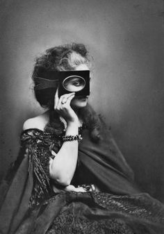 Countess di Castiglione, circa 1863-66  Photographer: Pierre-Louis Pierson // Loooovvee this picture xx