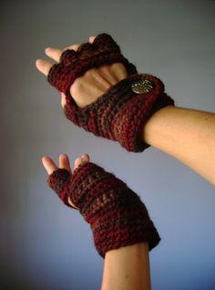 Crochet Fingerless Gloves ....❥Teresa Restegui http://www.pinterest.com/teretegui/❥