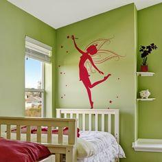 Vinilo Decorativo Moderno MO132 con imagen de una hada, con grandes alas y con una barita mágica repartiendo estrellas por la superficie de la pared.