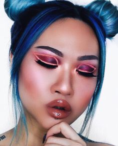 """1,407 Likes, 5 Comments - ☾ D I V I N A (@divinamuse) on Instagram: """"➖ANGEL BABY➖  @smashboxcanada Step by step contour kit  @tartecosmetics Amazonian concealer """"light""""…"""""""