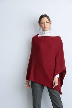 Knitted cashmere poncho in cabernet