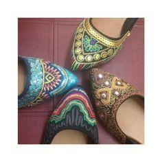 Desejando todas elas  #regram @galaxiacalcados #ValentinaFlats #shoes #fashion #loveit #spring #loveshoes #shoeslover #fashion #sapatilha #flat #bordado #love