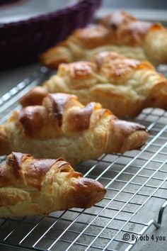 Too easy croissants Bake Croissants, Baking Recipes, Cake Recipes, Cannoli, Beautiful Cakes, Macarons, Biscotti, Brunch, Food And Drink
