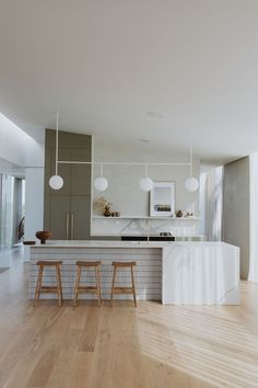 Kitchen Interior, Kitchen Design, Cheap Office Decor, Romantic Home Decor, Kitchen Benches, Interior Design Inspiration, Kitchen Inspiration, Kitchen Cabinetry, Cuisines Design