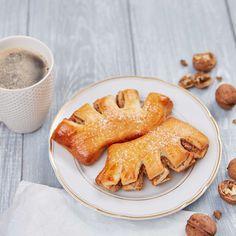 Nusskronen von Backen mit Christina French Toast, Breakfast, Creative, Kitchens, Kochen, Best Recipes, Bread, House, Morning Coffee