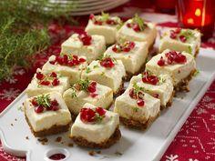 Mini Canada Day Cheesecake Bites via Canada Day Party, Canada Day Crafts, Yummy Treats, Sweet Treats, Yummy Food, Canadian Food, Canadian Cuisine, Canadian Recipes, Canada Holiday