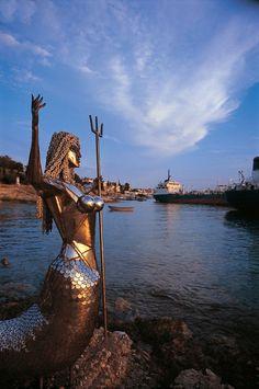 The mermaid of Spetses Beautiful Islands, Beautiful Places, Greek Island Hopping, Republic Of Macedonia, Greek Islands, Fishing Boats, Wonders Of The World, Travel Inspiration, Photo And Video