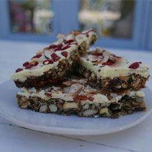 Siba's Goji Berry Granola Bars Recipe Sibas Table Recipes, Cake Recipes, Chocolate Chip Coffee Cake Recipe, Chocolate Coffee, Healthy Snack Bars, Healthy Treats, Healthy Food, Healthy Eating, Goji Berry Recipes