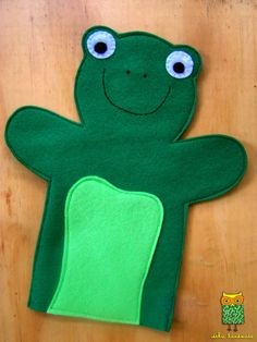 ideku handmade: hand puppets are coming! ideku handmade: hand puppets are coming! Glove Puppets, Felt Puppets, Puppets For Kids, Felt Finger Puppets, Baby Crafts, Felt Crafts, Frog Puppet, Animal Hand Puppets, Dear Zoo