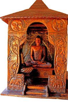 Naga Raksha, or Cobra Mask is a very prominent representation of Sri Lankan masks. This masks portrays a demon who could transforms into a King Cobra. Distinctive Artistry of Sri Lankan Masks. King Cobra, Gautama Buddha, Art Pieces, Traditional, Statue, Artworks, Sculptures, Sculpture