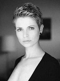 Casual-Super-Short-Haircut-for-Women.jpg (500×678)
