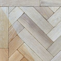 The prime grade of this floor stands after selection of the cleanest timber blocks that comes with no knots at all on the surfaces. The prime grade oak is ideal to individuals looking for a modern yet luxurious appearance.