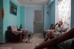 Ellas leían revistas - Conexión Cubana