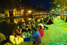 Finishing off a great night on the banks of the Canal Saint Martin....for returning travellers !!