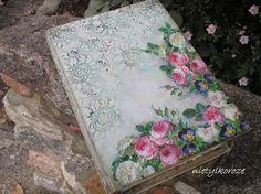 Nie tylko róże...: Księga.  Un gros volume.