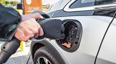 GM President Says EVs Won't Go Mainstream Until Range, Cost And Charging Issues Are Solved – Speed Team Electrical Grid, Good Or Well, Tesla S, Combustion Engine, Energy Storage, Automobile Industry, Automotive News, Ms Gs, Autos