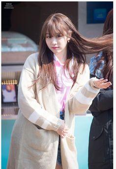 포모스 서지수 앞머리 내린이래 최고의 사진 South Korean Girls, Korean Girl Groups, Seo Jisoo, Pop Fashion, Fashion Models, Woollim Entertainment, Ji Soo, Debut Album, Girl Costumes