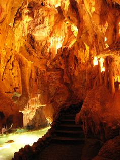 Gruta da Moeda, Leiria, Portugal http://aguiaturistica.blogspot.pt/