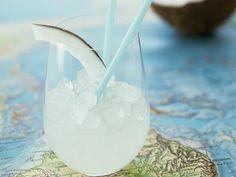 Was für eine fruchtige Erfrischung! Cocktail mit Kokosmilch - smarter - Zeit: 15 Min. | eatsmarter.de