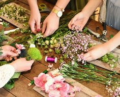 Flower Crown Workshop in Osnabrück, Germany with Klein Amsterdam. Natural and Muted Spring Pinks and Greens. Egino The Marketing Community
