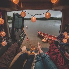 10 Photos that will make you go camping . - 10 Photos That Will Make You Want To Go Camping Right Now Das schönste Bild für motorad schwarz , - Vw Camping, Retro Camping, Camping Hacks, Camping Cabins, Camping Packing, Glamping, Outdoor Education, Road Trip, Camping Photography