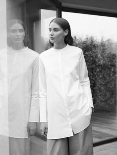 cosstores A fresh collection of wardrobe essentials for the season ahead Minimalist Fashion Women, Minimal Fashion, Cos Fashion, Fashion Outfits, Fall Outfits, Recherche Photo, Grunge, White Shirts, White Blouses