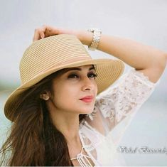 Jennifer winget.. Jennifer Winget Beyhadh, Jennifer Love, Stylish Girl Pic, Tv Actors, Indian Celebrities, Girl Pictures, Celebs, Glamour, Actresses