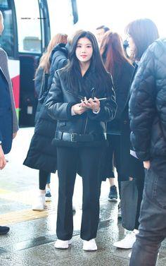 Kpop Fashion, Asian Fashion, Airport Fashion, Kpop Girl Groups, Kpop Girls, Yuri, Japanese Girl Group, Kpop Outfits, Airport Style