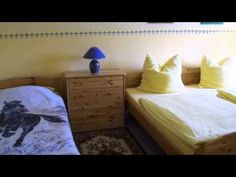 Hotel-Pension Weingart Quedlinburg - Quedlinburg - Visit http://germanhotelstv.com/pension-weingart-quedlinburg This family-run guest house is quietly located in the Harz Mountains a 15-minute walk from Quedlinburg town centre. It offers large country-style rooms and apartments. On-site parking is free. -http://youtu.be/2I5XMq5pws0
