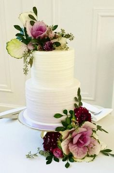 Lovely two tier white wedding cake decorated with berry colored flowers; Featured Cake: The Cake & The Giraffe Amazing Wedding Cakes, Wedding Cakes With Flowers, Mod Wedding, Green Wedding, Wedding Ideas, Wedding Cake Decorations, Cake Face, Cake Gallery, Eat Cake