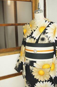黒地にマーガレットが美しいモダン浴衣 - アンティーク着物/リサイクル着物のオンラインショップ ■□姉妹屋□■ シックなブラックをベースに、大輪のマーガレットのお花模様がデザインされたモダン・エレガントな浴衣です。