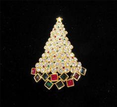 Vintage Christmas Jewelry ~ Signed Swarovski Christmas Tree Pin / Brooch ~ 1999 ~ Swan #swarovski