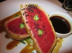 Bonito en camisa de tempura. El bonito, México Tempura, Watermelon, Fruit, Cool Stuff, Food, Gastronomia, Restaurants, Bonito, The Fruit