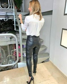 Leather is my pleasure Leather Tights, Tight Leather Pants, Leather Pants Outfit, Leather Trousers, Leather Dresses, Leder Outfits, Hot Outfits, Leggings Fashion, Leather Fashion