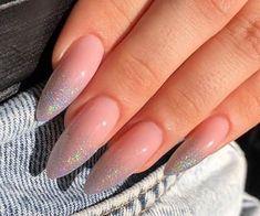 90 kép Nails témára a We Heart It oldalain | Még valami a nails, beauty és glitter témára Edgy Nails, Stylish Nails, Trendy Nails, Swag Nails, Acrylic Nails Coffin Short, Almond Acrylic Nails, Best Acrylic Nails, Nail Manicure, Gel Nails