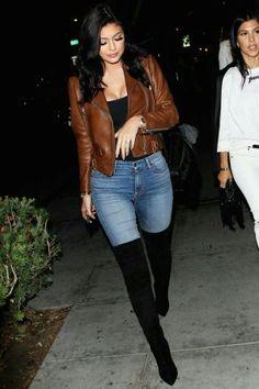 Aprenda 5 Estilos com a Kylie Jenner vendo roupas e peças que ela usa e que tem no seu guarda roupa