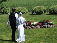 Beautiful amish wedding dress, this is a wedding in Washington state. Lovely picture