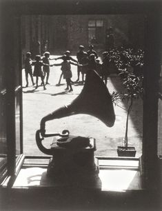 Martin Munkacsi, The Rent-Barracks, 1923