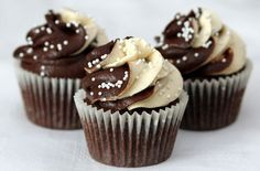 These impressive Baileys cupcakes from goodtoknow's cupcake Queen, Victoria Threader, taste just as good as they look. With this easy-to-make recipe you'll be enjoying these sweet treats in no time.  http://www.goodtoknow.co.uk/recipes/535607/baileys-cupcakes
