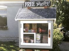 Neighbors feed neighbors with Little Free Pantries